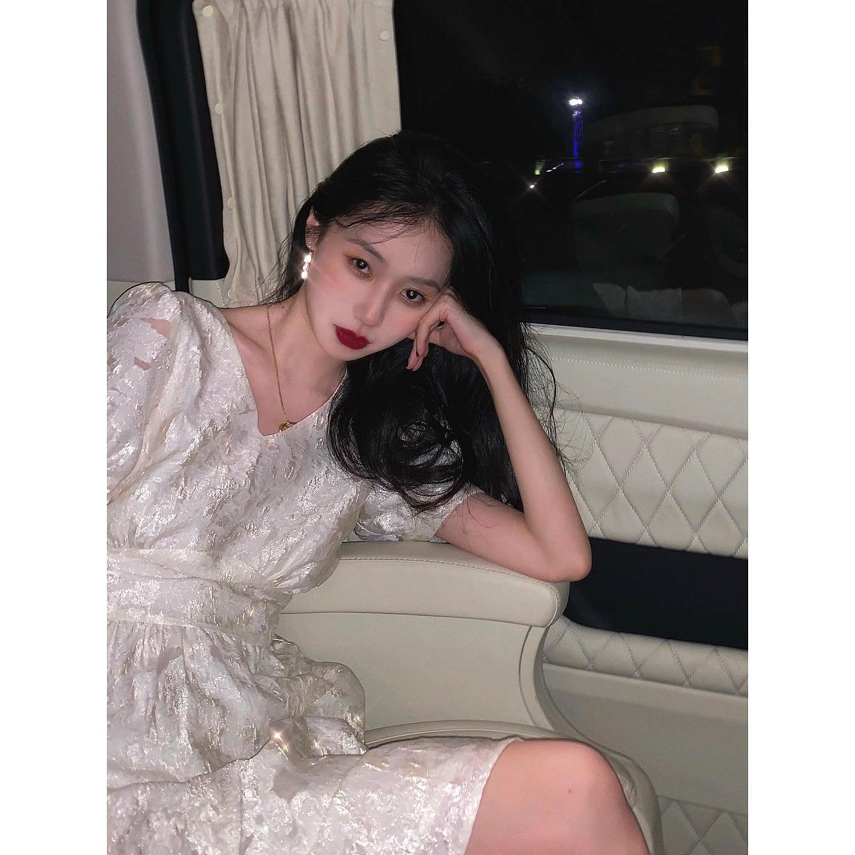粼粼 白色连衣裙女高腰V领收腰显瘦夏季2020新款法式复古方领裙子