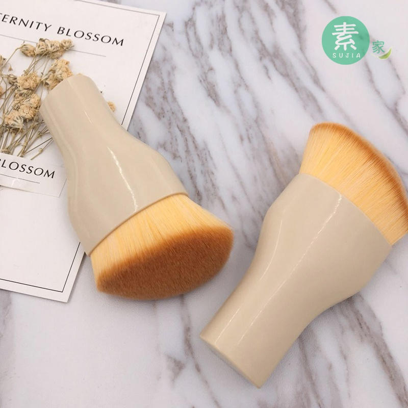 Professional beveled foundation brush has a cover foundation liquid BB cream brush, makeup brush, beginner repair, brush, portable, no powder.