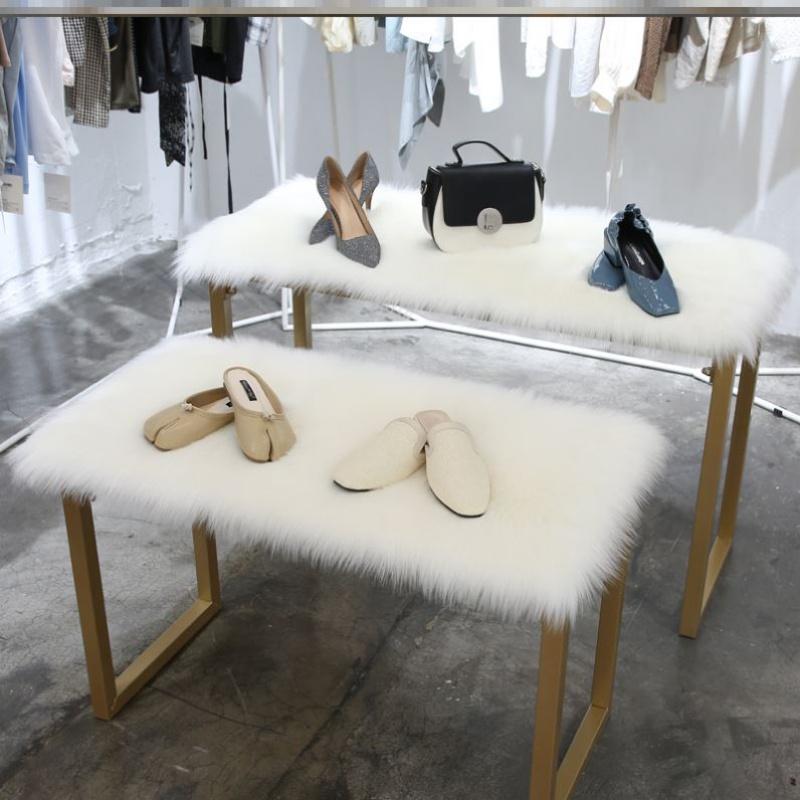 现代拍摄地面陶瓷店模特梳妆凳客厅装饰毯挂毯摄影棚女装婚纱店