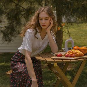 法式复古设计感小众白色蕾丝上衣青果领棉质短袖慵懒珍珠扣衬衫女