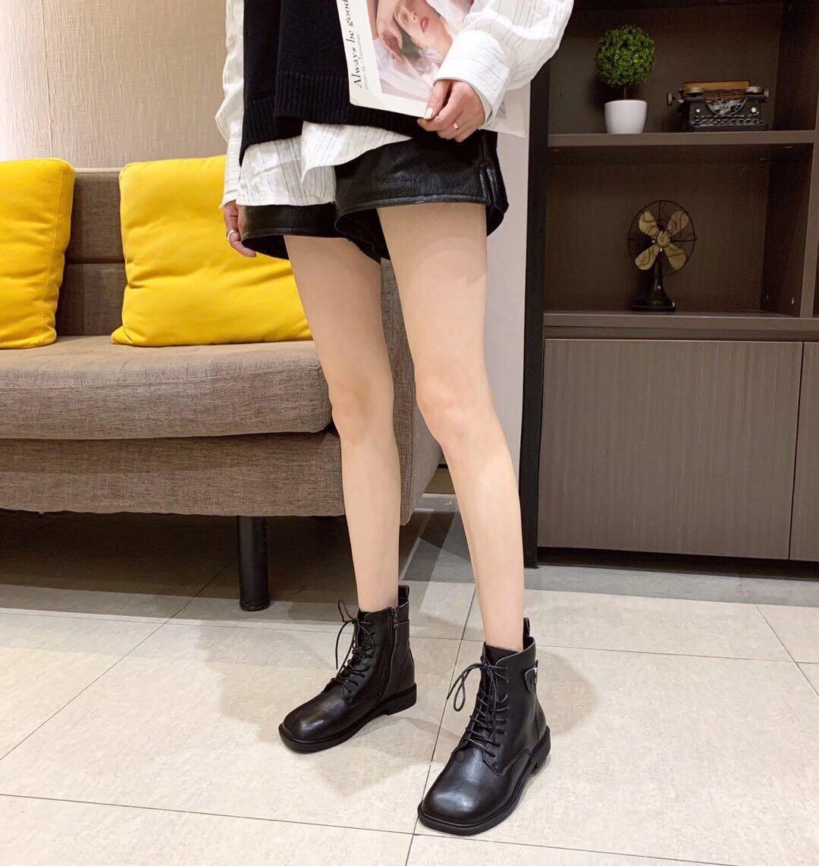韩国真皮短靴2020秋季新款方头平底绑带马丁靴女高帮皮带扣小皮鞋