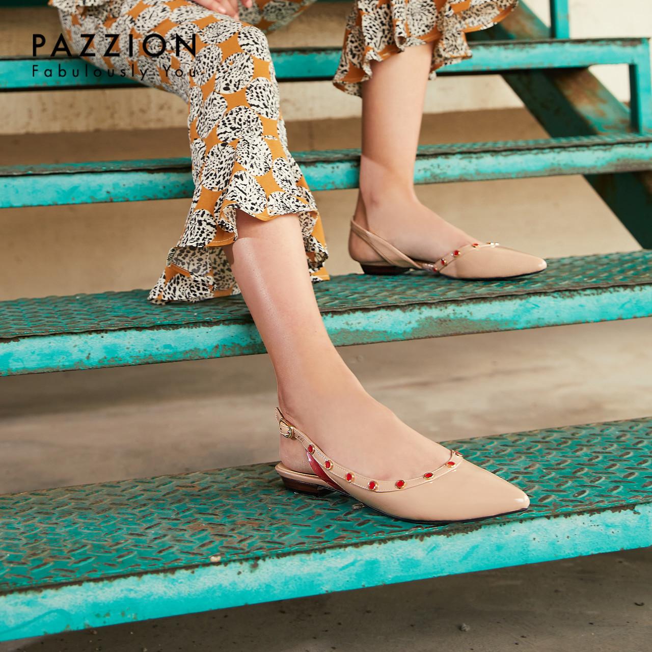 PAZZION尖头铆钉侧后空一字带扣凉鞋女2019新款 时尚水钻漆皮单鞋