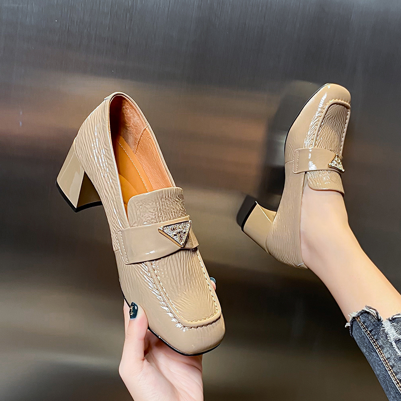 2020 spring and autumn new leather thick heel patent leather versatile high heel middle heel deep mouth fashion leather leather shoes