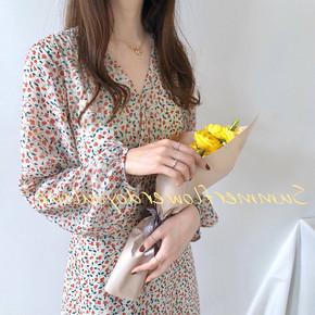秋季气质显瘦碎花长裙子女长袖设计感小众V领连衣裙收腰绑带仙女