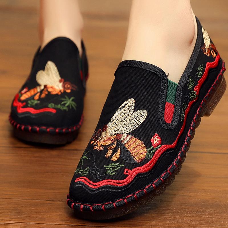 绣花鞋女平底汉服鞋复古民族风跳舞软底老北京布鞋休闲鞋女春单鞋