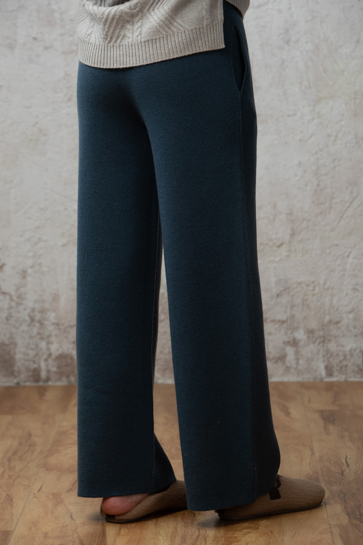 Italian designer womens autumn and winter thickened straight tube high waist warm and seamless one-piece with pocket and cashmere pants