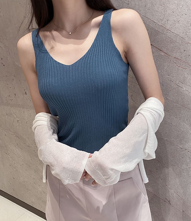 V-neck silk black and white solid color careful machine bottoming shirt for womens summer wear outside and inside with sleeveless suspender vest