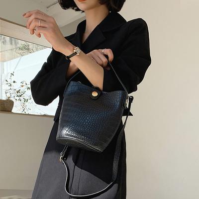 韩国直发mocobling官网正品代购 质感鳄鱼纹单肩斜跨包手拎水桶包