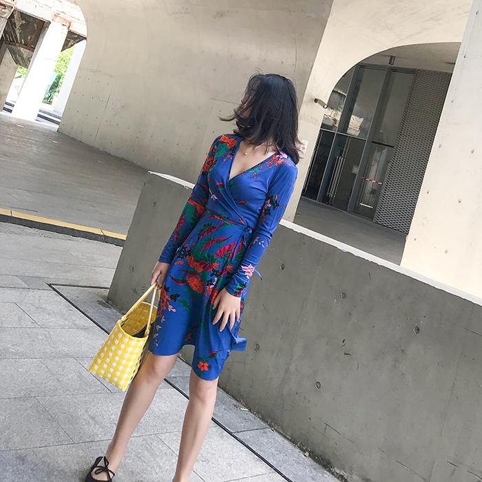 夏新�凸庞』�V�I�L袖拼接雪�修身�@瘦短款系�Ч�身裙度假�B衣裙