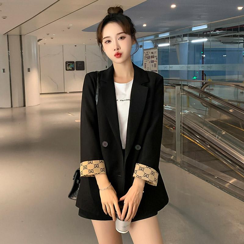 网红黑色小西装外套女2021春季新款休闲春秋小个子设计感炸街西服