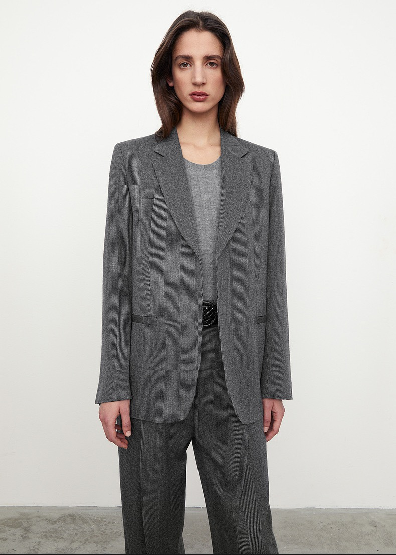 Bottle buys the new grey wool herringbone wide lapel suit coat in autumn and winter of toteme2021 in Sweden
