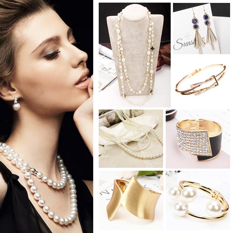 Model room cloakroom bracelet pearl necklace jewelry ornament wardrobe drawer lattice dressing table ornament decoration