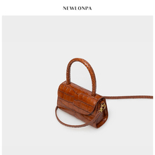 NEWLONPA crocodile pattern bag lady inclined bag cowhide kitten bag Vintage Leather Handbag snake pattern small square bag
