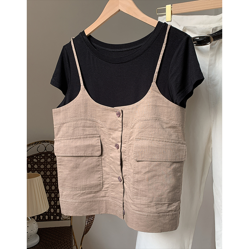 Its very designed. Its easy to show off on T-stage. Its a vintage work clothes. Pure cotton suspender. Womens summer Japanese single small vest