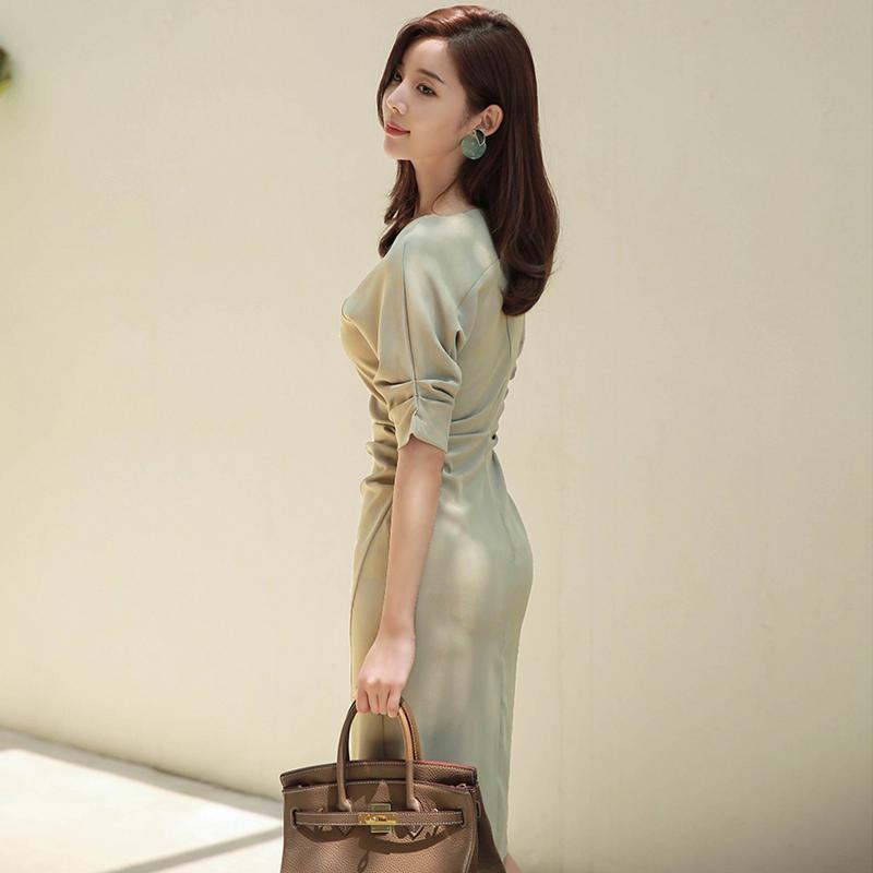 2018秋装新款女韩版OL气质斜领中袖冷淡风裙子复古修身包臀连衣裙