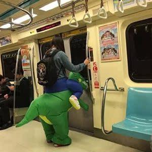 男人骑行恐龙服装充气假腿女生装饰亲子孩子抖音小孩成人动物坐骑