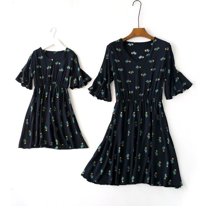 18夏季新款喇叭袖v领亲子装棉绸连衣裙 松紧腰绵绸短款沙滩大摆裙