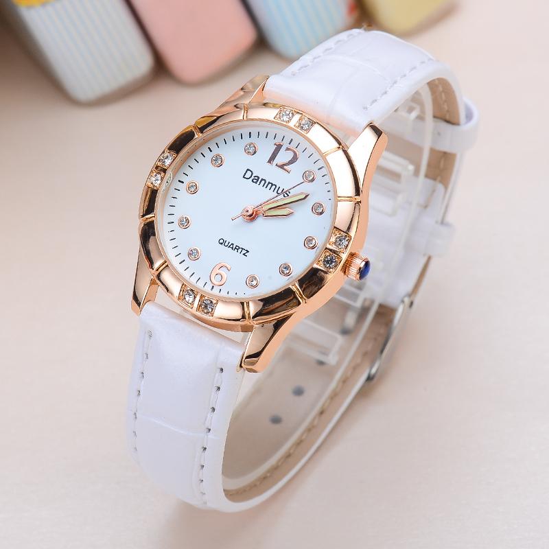Наручные часы женщина студент корейский простой тенденция ulzzang модные женщины стол водонепроницаемый серебристые мисс кожаный ремень кварц