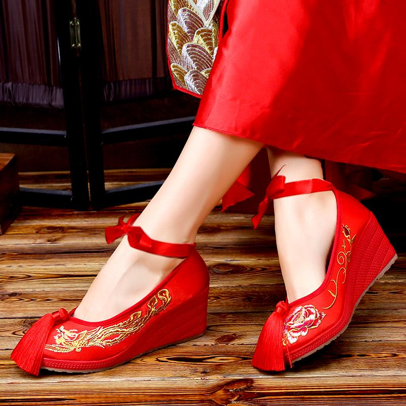 Bride embroidered Xiuhe shoes female wedding red cloth shoes Chinese wedding autumn and winter pregnant women add velvet thick high heels to sedan wedding shoes