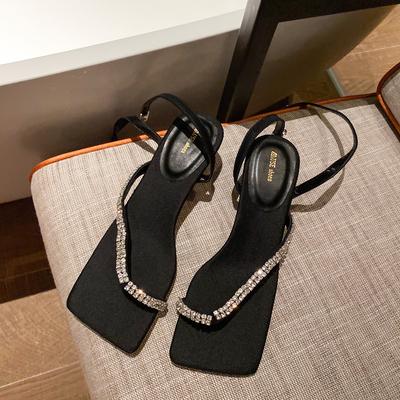 黑色涼鞋女2020新款亮閃閃一字夾腳系帶涼鞋細跟中跟水鉆時裝涼鞋