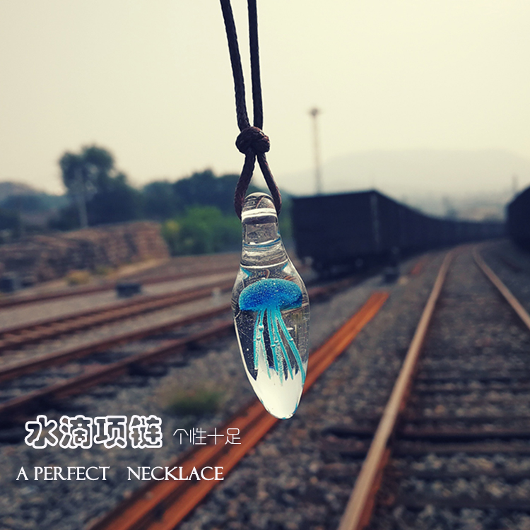 Glass jellyfish pendant creative personality handmade necklace jewelry small gift simple gift for men and women