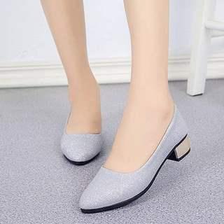 新款女鞋漆皮尖头单鞋女士中跟粗跟休闲鞋瓢鞋百搭浅口小皮鞋