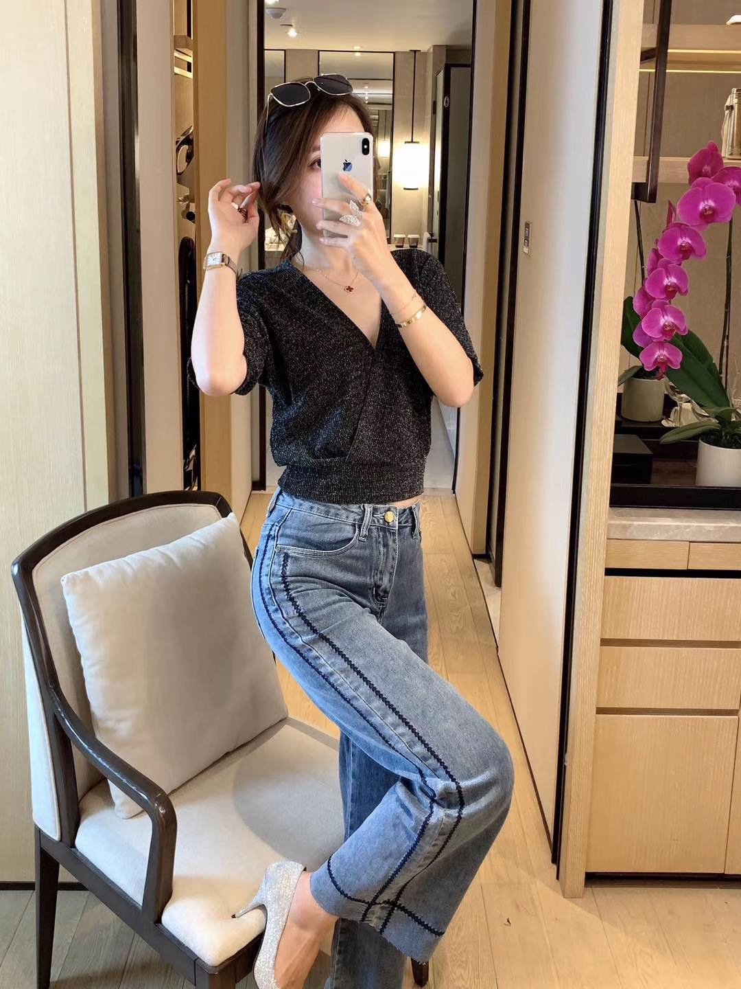 Korean embroidered jeans, super beautiful upper body.