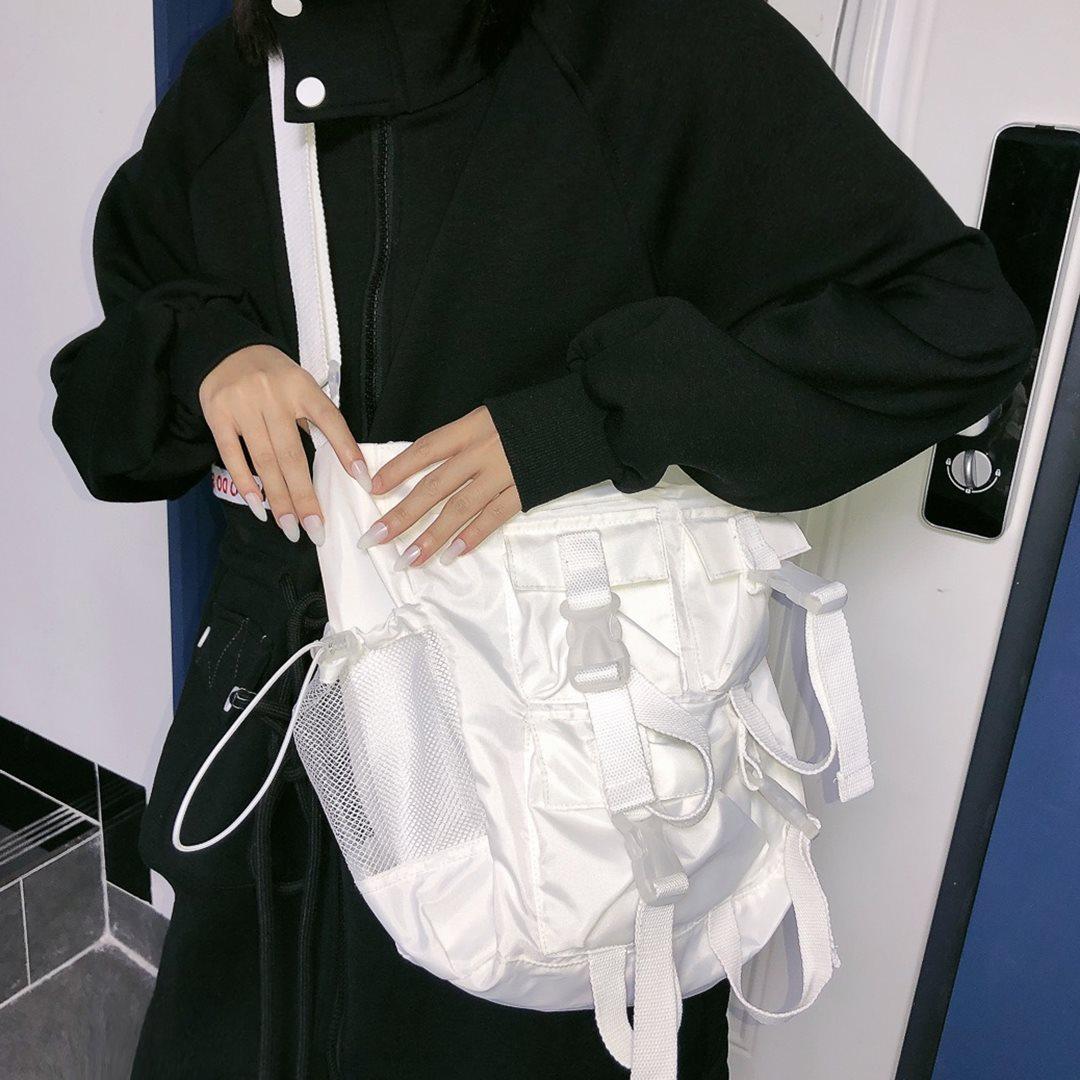 茉莉夏自制尼龙包港风设计中型斜跨包大容量单肩包旅行电脑包学生