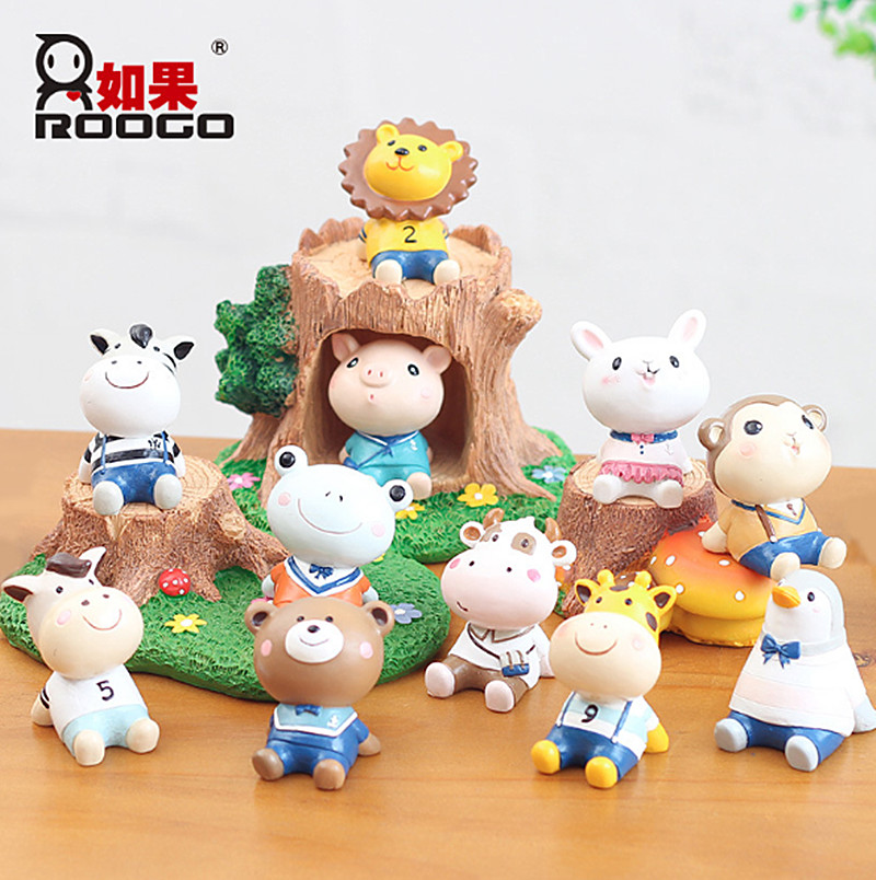 Looking up at the school pig ornaments home decoration resin car cake ornaments 12 zodiac ornaments