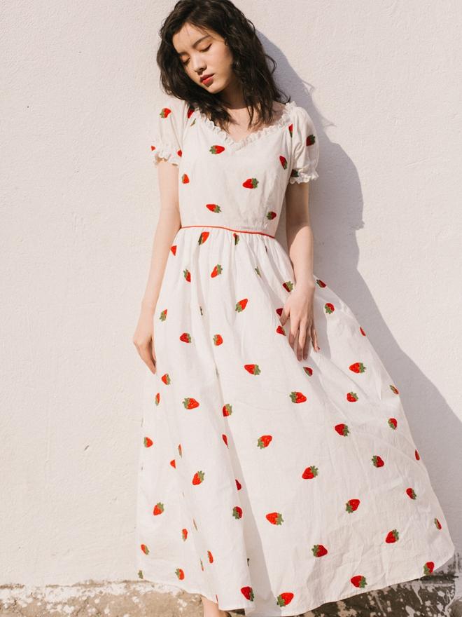 Vintage Art dress cotton V-neck high waist strawberry embroidery Lolita Dress temperament long skirt