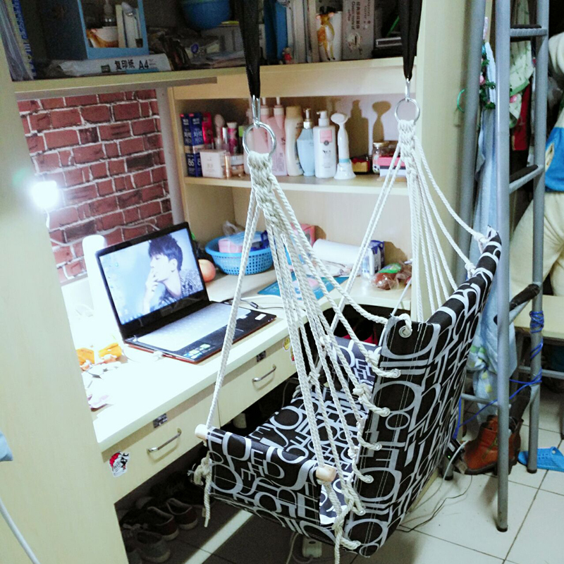 Студенческий стул в спальне общежития в гамаке один люди детские Стул стул