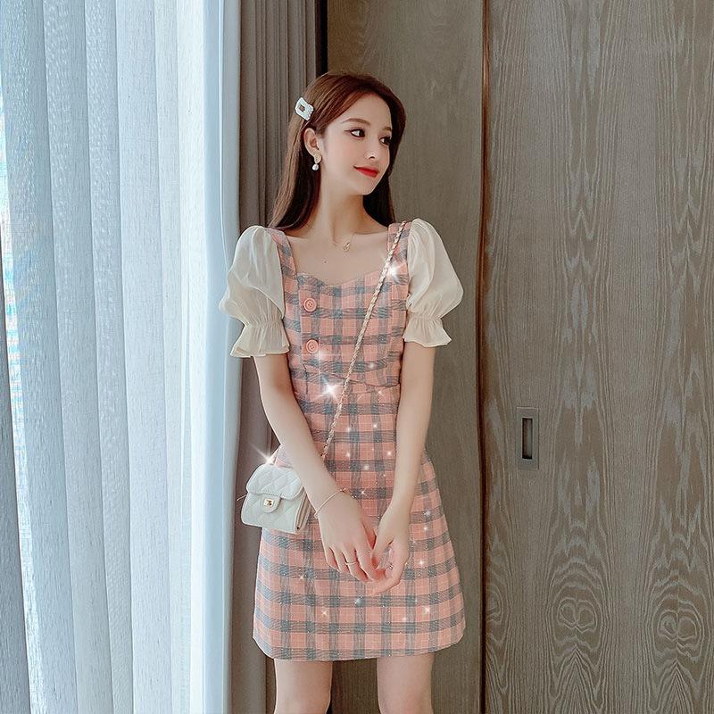 连衣裙女2020夏季新款学生韩版显瘦喇叭袖亮片初恋短袖格子短裙子