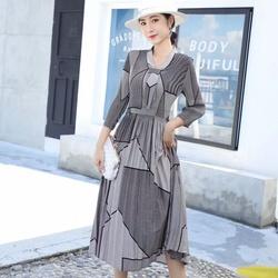 2020秋装新款褶皱连衣裙高档女士大码高雅气质性感收腰显瘦长裙