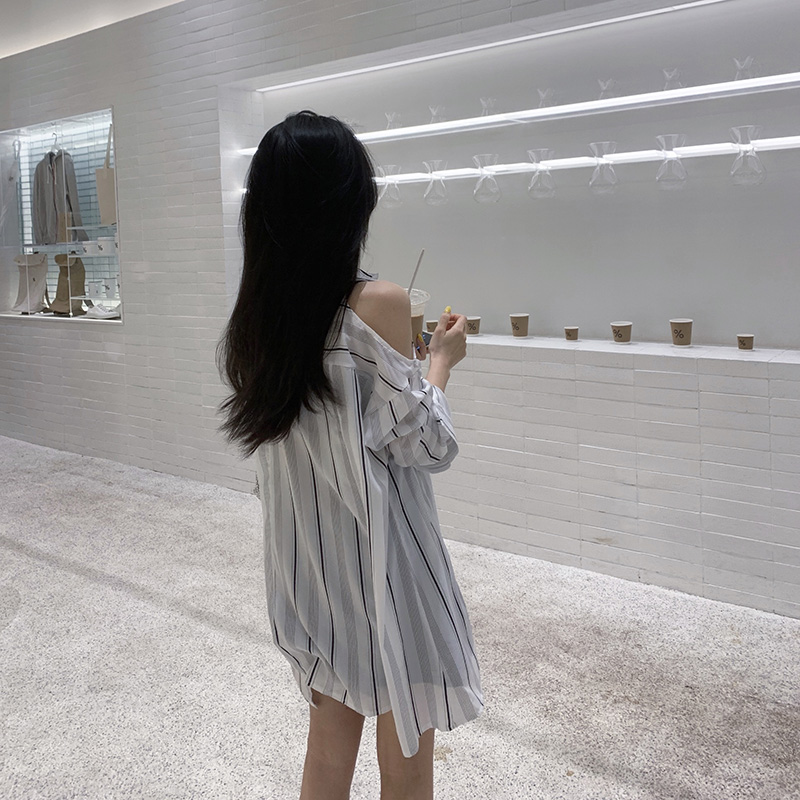 Cool and design like a variety of French and Hong Kong off shoulder stripe medium length shirt in summer