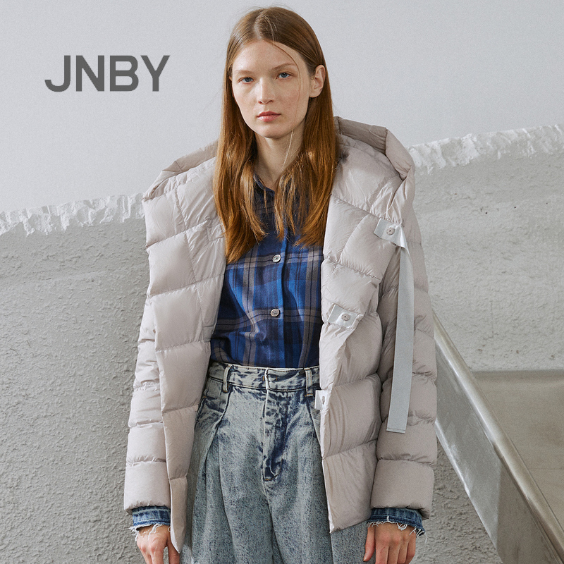 JNBY/Jiangnan Cloth 19 Autumn and Winter Discount New Fashion White Duck Down Dress Lightweight and Short Down Dress Female Z