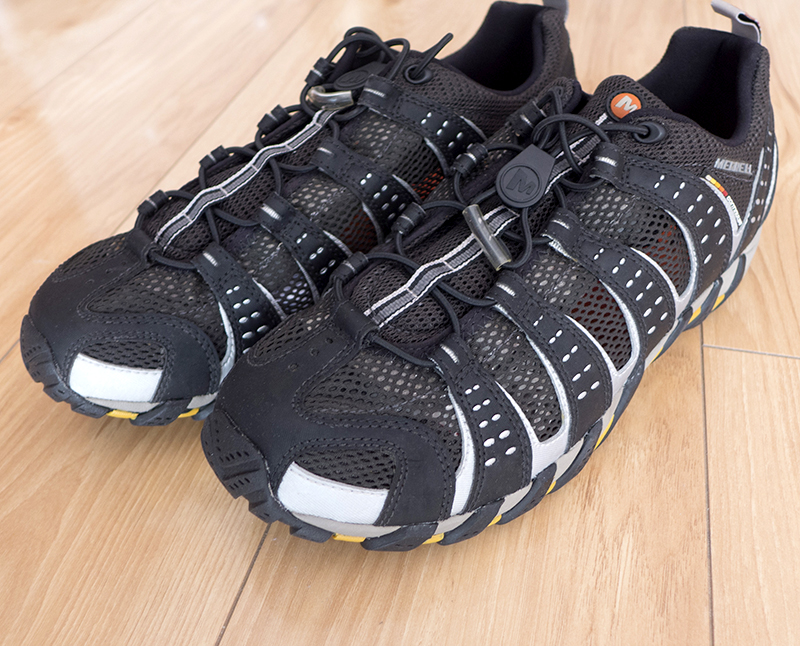Genuine m-mesh outdoor mountaineering and hiking low top shoes are breathable, summer music V-bottom is anti-skid, size 44 is too small