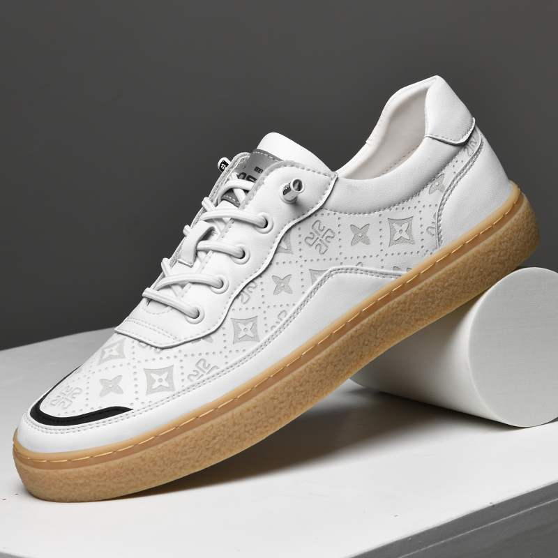 Mens shoes 2020 spring and autumn new European station leather cattle rib soleplate shoes low top pattern electric carving cow leather small white shoes