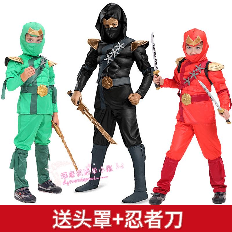 コスプレハロウィンの子供が服を演じ、子供が黒の幻影忍者のコスプレをしています。