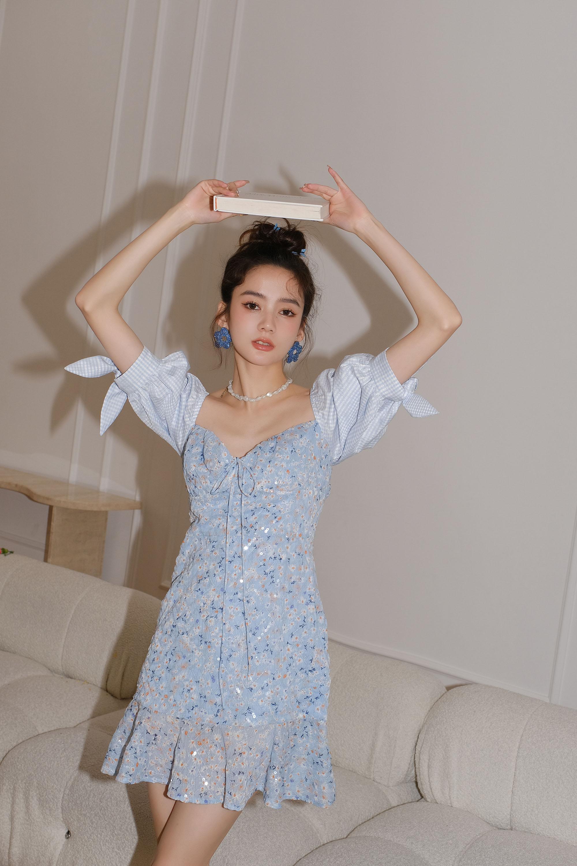 设计师品牌MOOD X MIURA蓝色碎花亮片拼格纹泡泡袖连衣裙