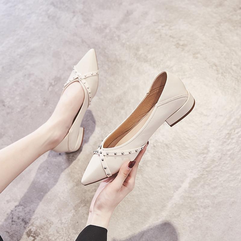 满528.00元可用419元优惠券【鞋夫人】铆钉粗跟女尖头2019夏单鞋