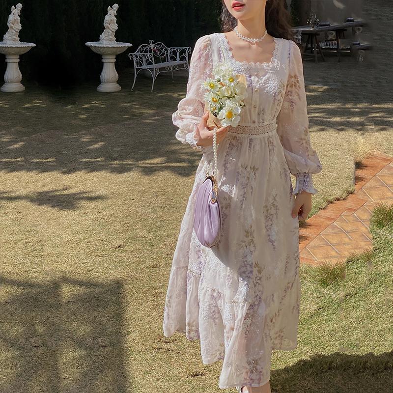 梅子熟了文艺素雅印花绣花雪纺连衣裙女2021春装新款法式方领长裙