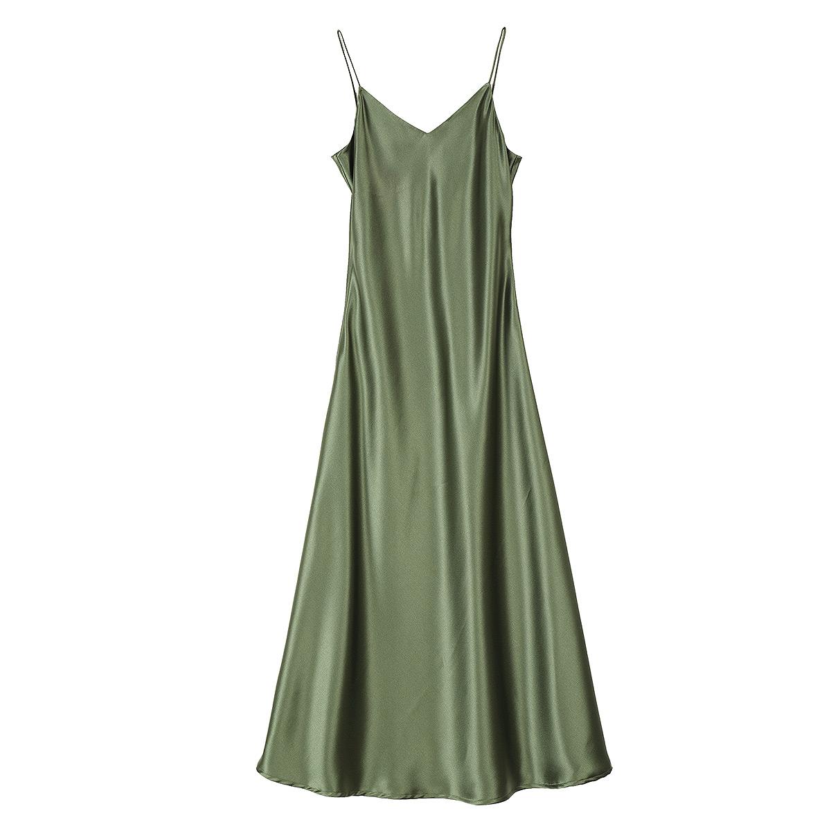 吊带长裙搭配什么外披:女士吊带长裙