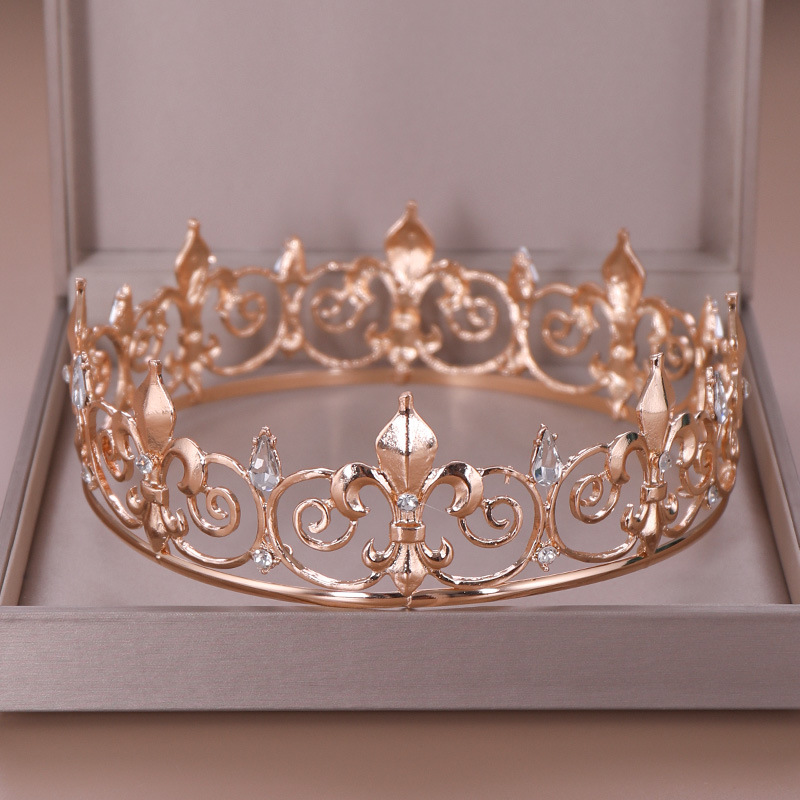 The whole circle of big crowns and bridal ornaments are popular in Europe and America. Wedding headwear alloy crystal crown