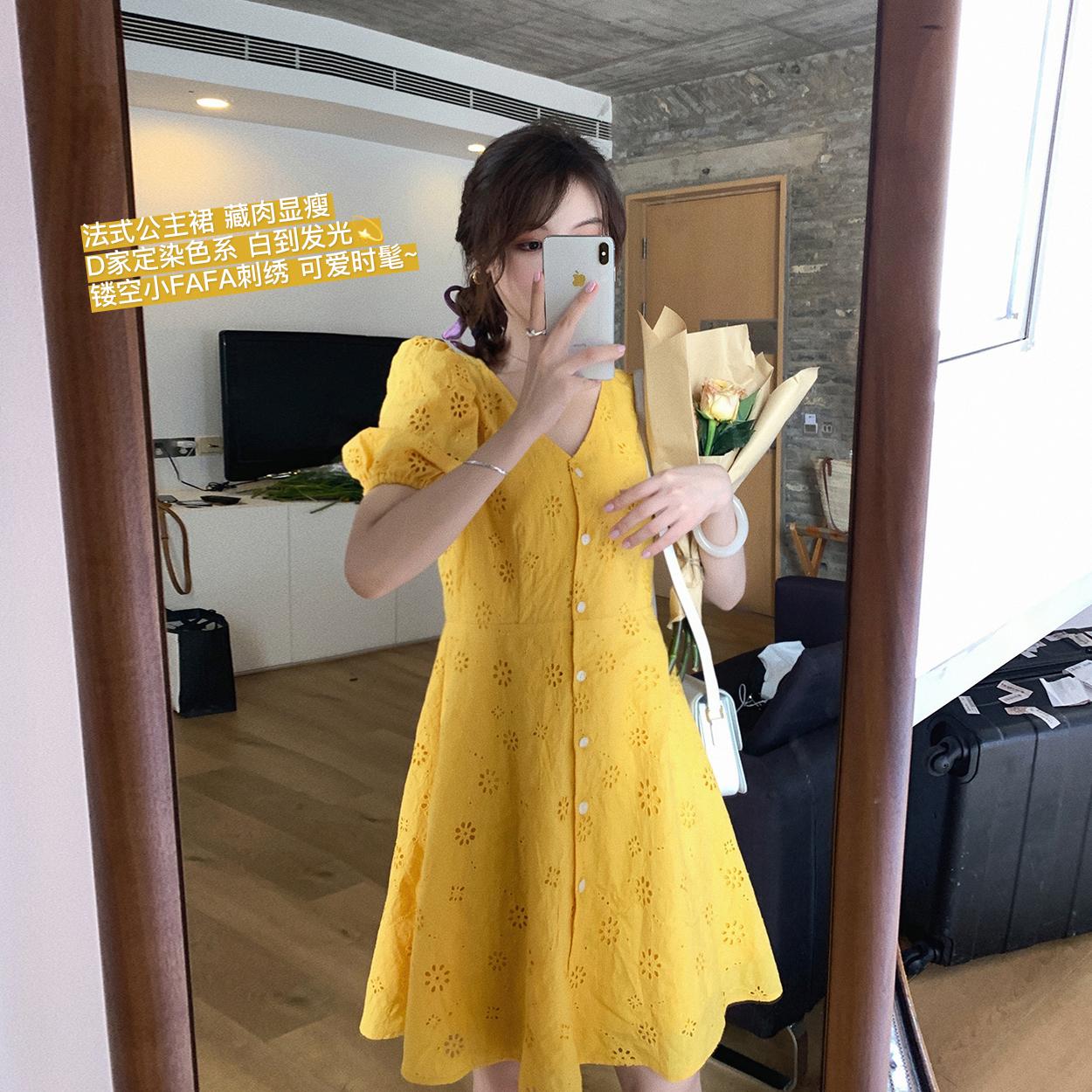 花栗鼠小姐 绣花连衣裙女夏2020新款收腰显瘦宽松V领泡泡袖裙子