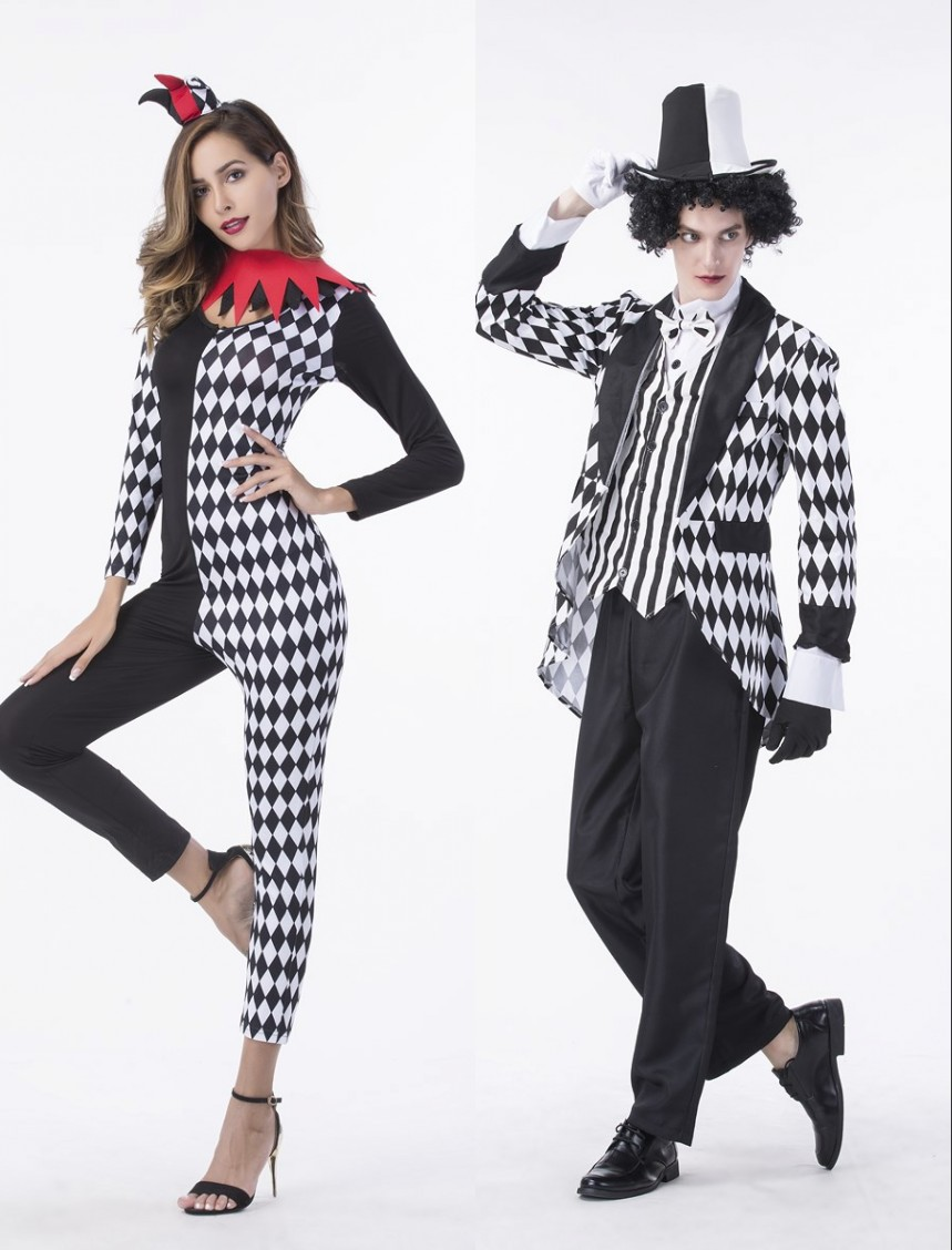 Live shooting of Halloween party costumes Cosplay clowns black and white costumes lovers show costumes