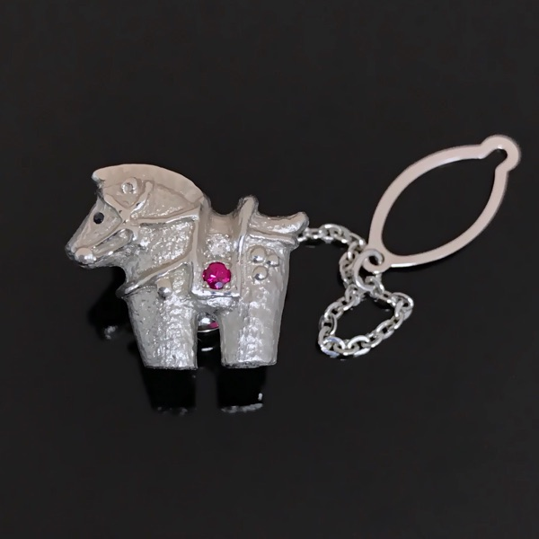 Very cute pony platinum brooch and tie buckle, low-key, introverted luxury, weight 6.56g
