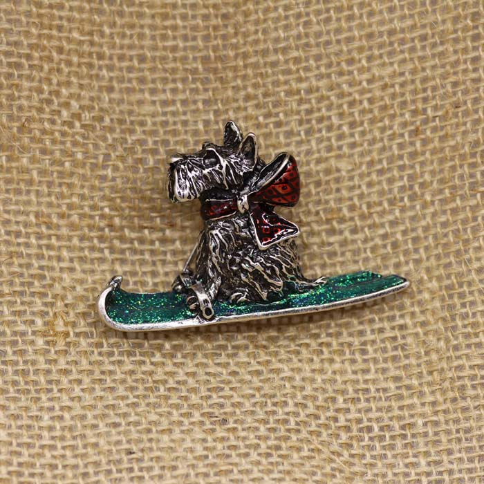 Exquisite drop glaze red scarf skiing dog brooch brooch