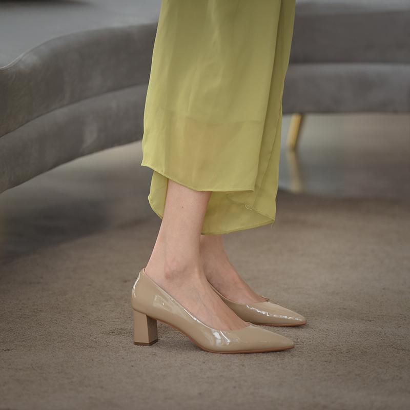 春季女鞋气质2020新款百搭裸色漆皮高跟鞋尖头少女森系粗跟单鞋夏
