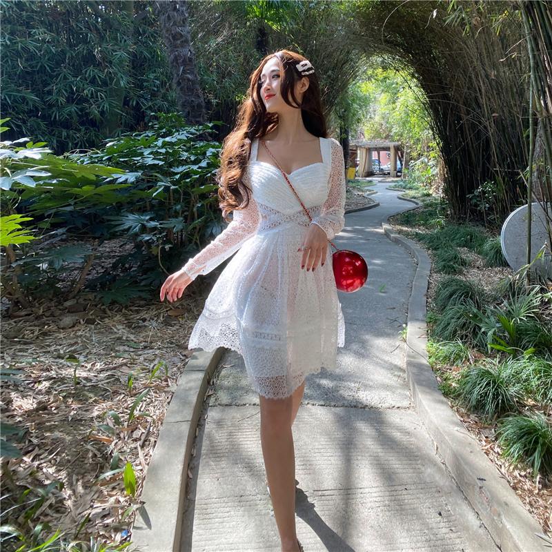 程茧儿sp2020年夏季新款白色法式复古蕾丝长袖短款抹胸修身连衣裙图片