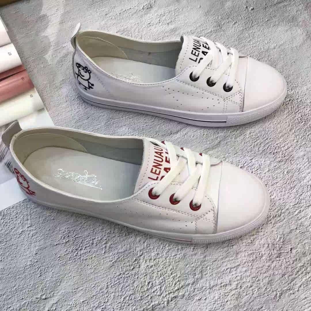 足间蝶舞2018秋季真皮平底小猪佩奇小白鞋168-35新款软皮舒适鞋女